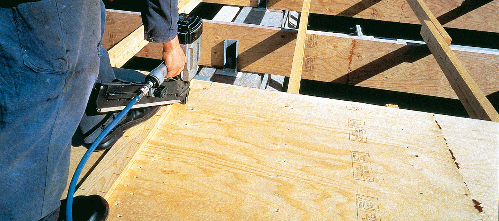 Sperrholz- und Multiplexplatten Montage von Holz-Hauff