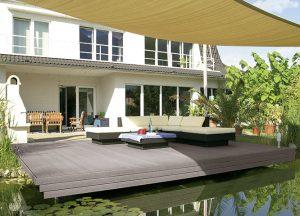 Terrassendielen über dem Teich von Holz-Hauff in Leingarten