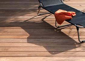 Rustikale Terrassendielen bei Holz-Hauff in Leingarten
