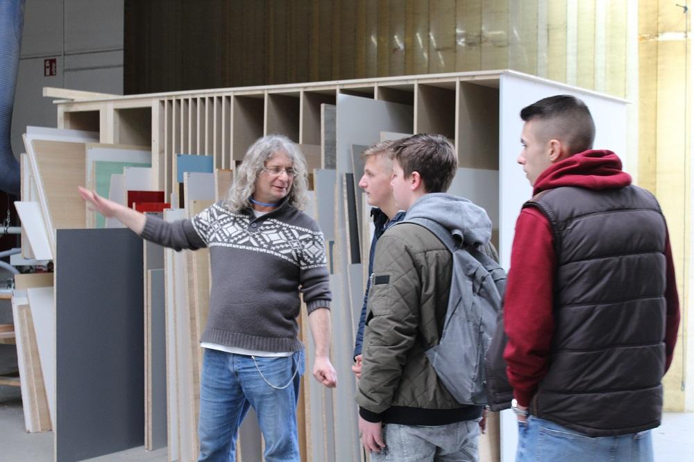 Betriebsschnuppertag der Eichbottschule Leingarten bei Holz-Hauff