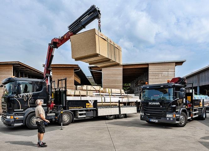 Kranwagen in der Geschichte von Holz-Hauff in Leingarten