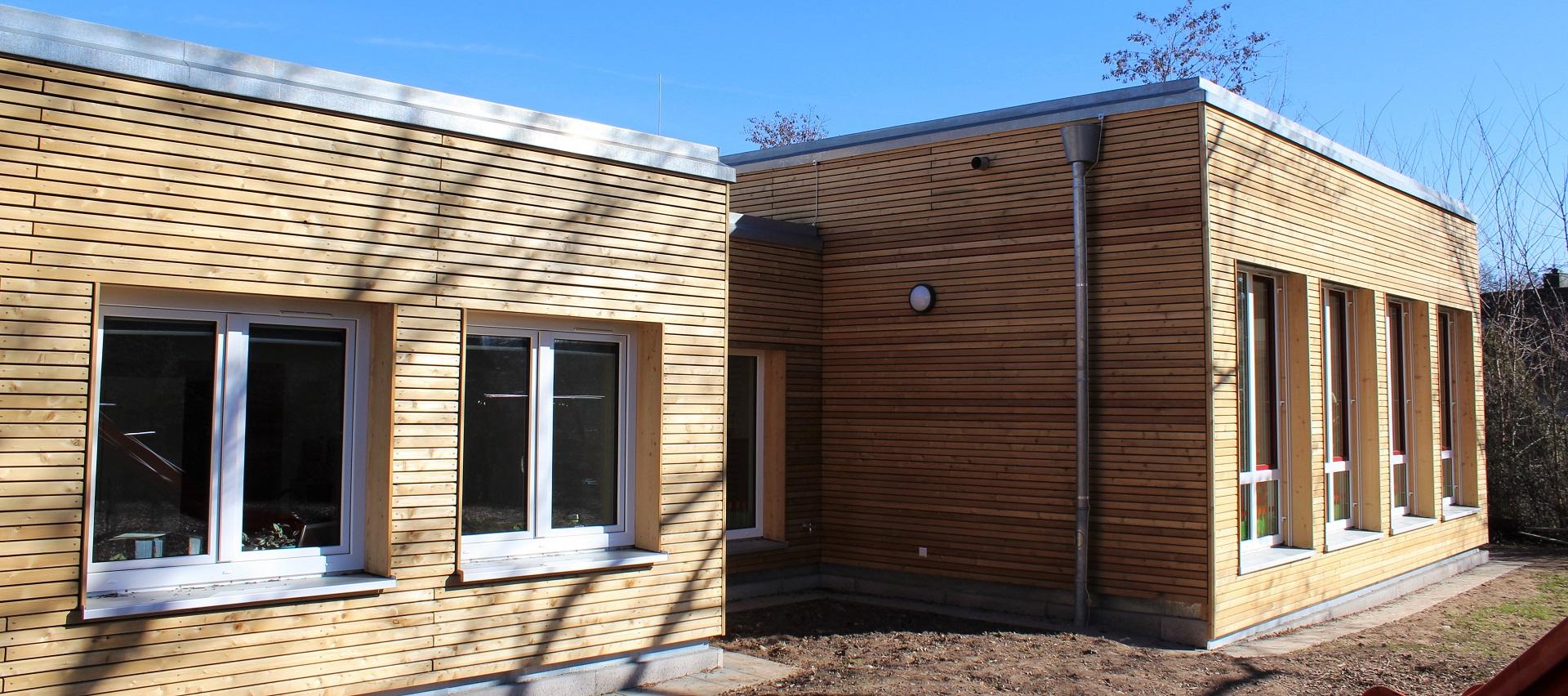 Firma Steinmetz GmbH Fassade aus Sib. Lärche bei Holz-Hauff GmbH in Leingarten
