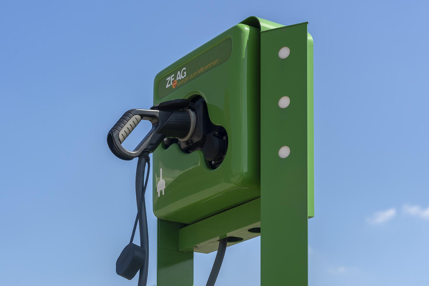 Zeag Elektrotankstelle für Elektrofahrzeuge bei Holz-Hauff GmbH in Leingarten