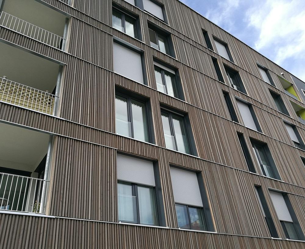 Fassade aus sibirischer Lärche bei Holz-Hauff GmbH in Leingarten.