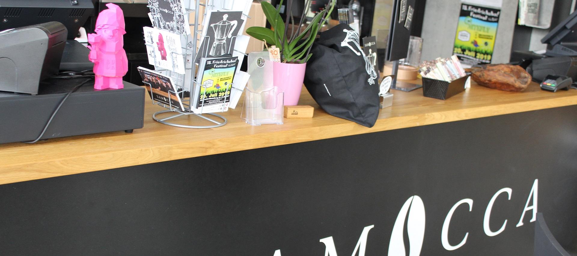Theke aus Eiche Leimholz im Inklusionscafé auf der BUGA Heilbronn von Holz-Hauff GmbH in Leingarten