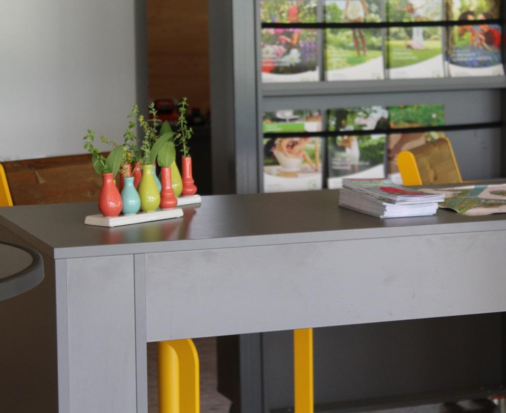 Theke aus KBS Platten in anthrazit von Holz-Hauff GmbH in Leingarten