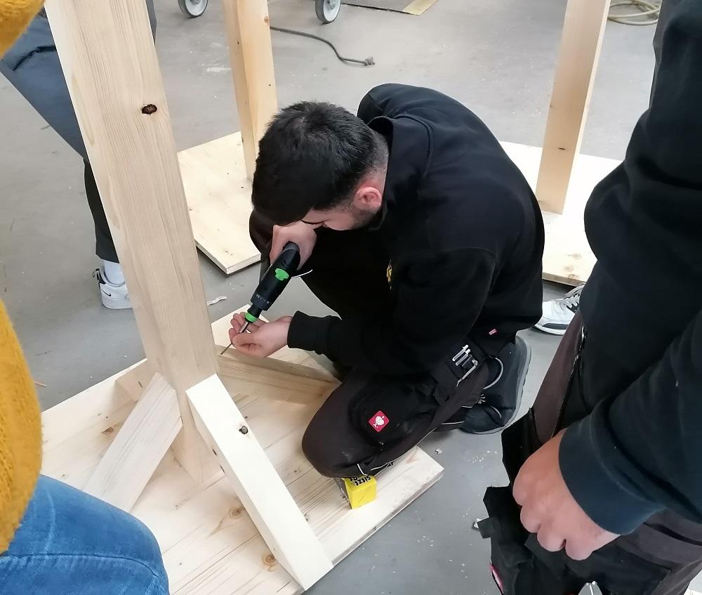 Azubi Projekt Wegweiser aus Holz bei Holz-Hauff GmbH in Leingarten