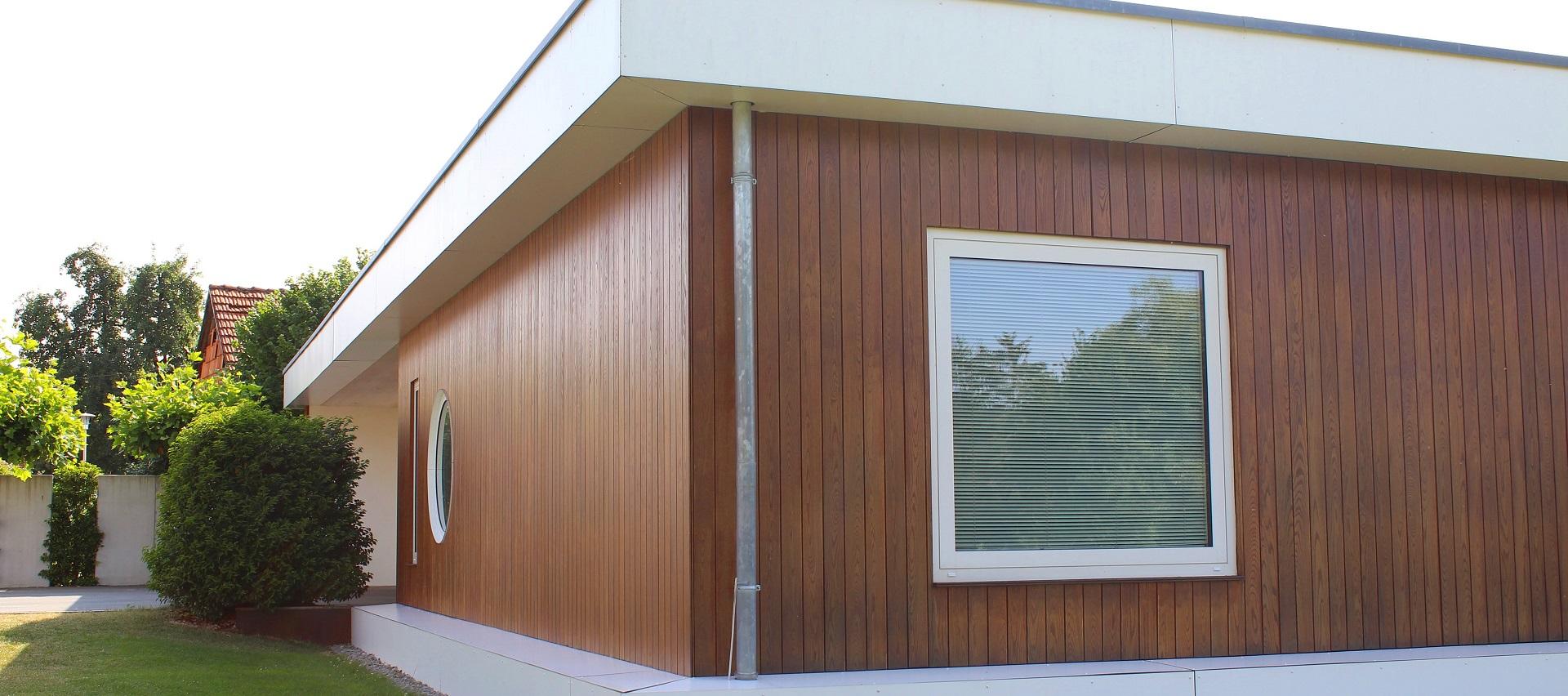 Fassade aus Thermo Esche   bei Holz-Hauff GmbH in Leingarten