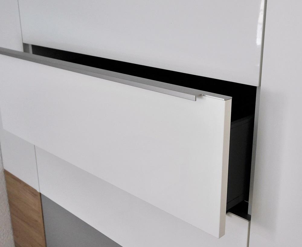 Kleiderschrank aus Kunststoffbeschichteten Spanplatten bei Holz-Hauff GmbH in Leingarten