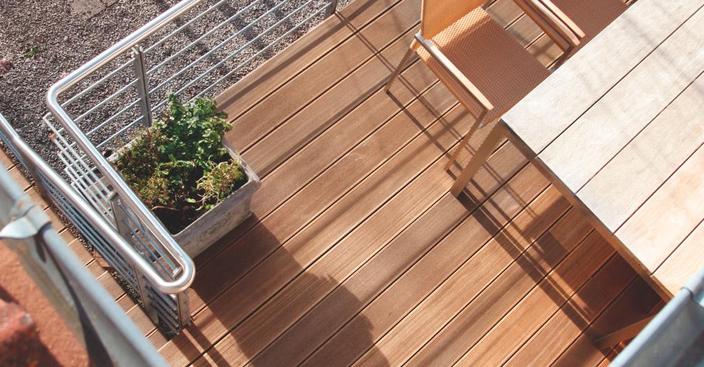 Terrasse aus Thermokiefer mit TuttoDuo-Connectoren von oben | Holz-Hauff in Leingarten