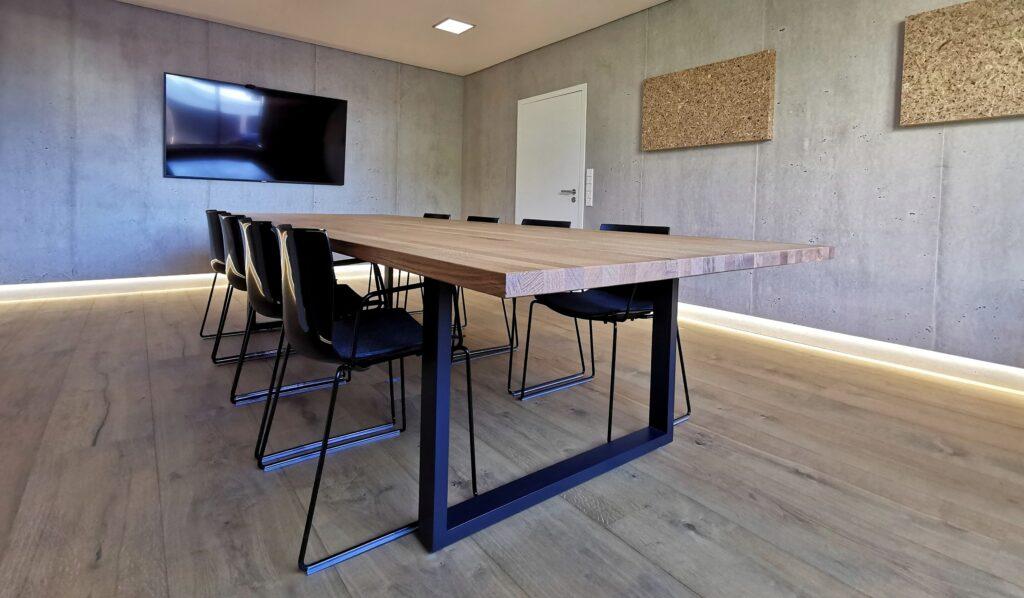 XXL Konferenztisch aus Leimholzplatte Eiche bei Holz-Hauff GmbH in Leingarten